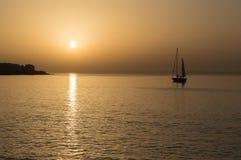 Sailboat στον κόλπο Arinaga Στοκ φωτογραφία με δικαίωμα ελεύθερης χρήσης
