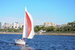 Sailboat στον ποταμό του Βόλγα Στοκ Φωτογραφίες