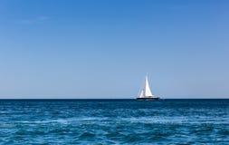 Sailboat στον ωκεανό Στοκ Εικόνες