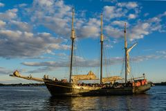 Sailboat στο Τορόντο στο ηλιοβασίλεμα Στοκ φωτογραφία με δικαίωμα ελεύθερης χρήσης