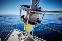 sailboat σχοινιών λεπτομέρειας γιοτ βαρούλκων ιστιοπλοϊκό ιστιοπλοϊκός Στοκ εικόνες με δικαίωμα ελεύθερης χρήσης