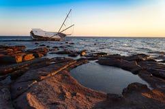 Sailboat τα συντρίμμια, γιοτ σάπισαν και κατέστρεψαν Στοκ Φωτογραφία