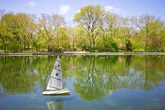 Sailboat Central Park modelo Imagenes de archivo