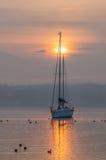Sailboat e nascer do sol III Fotografia de Stock