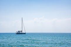 Sailboat on the horizon Royalty Free Stock Photos