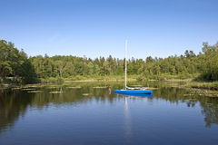 Sailboat on the lake Royalty Free Stock Images