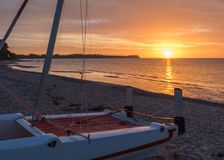 Sailboat landet at sunrise stock photography
