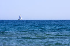 Sailboat no mar Fotografia de Stock