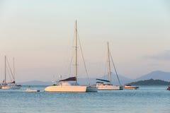 Sailboat no mar Imagens de Stock Royalty Free