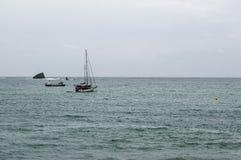 Sailboat no mediterrâneo Fotografia de Stock