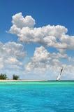 Sailboat no paraíso Fotos de Stock