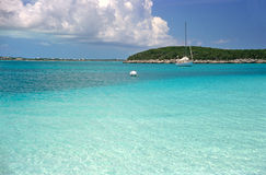 Sailboat on the turquoise caribbean sea Royalty Free Stock Photos