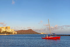 Sailboat, Waikiki beach and Diamond Head Royalty Free Stock Photos