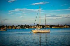 Sailboating in de Wateren van Florida Royalty-vrije Stock Foto's
