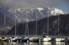 sailboats λιμνών του Annecy Στοκ Εικόνες