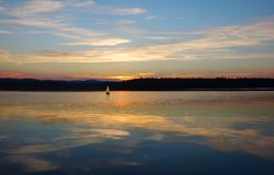 Sailboats που πλέουν με τη λίμνη Στοκ φωτογραφίες με δικαίωμα ελεύθερης χρήσης
