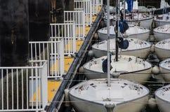 Sailboats που σταθμεύουν σε μια αποβάθρα Στοκ φωτογραφία με δικαίωμα ελεύθερης χρήσης