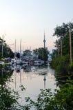 sailboats πρώτου πλάνου κατασκευής condo ΣΟ πύργος του Τορόντου οριζόντων Στοκ φωτογραφίες με δικαίωμα ελεύθερης χρήσης
