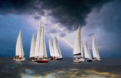 Sailboats στην αστραπή ουρανού Στοκ φωτογραφία με δικαίωμα ελεύθερης χρήσης