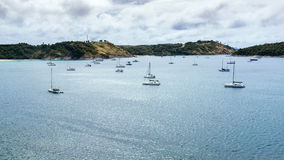 Sailboats στον κόλπο στοκ φωτογραφία με δικαίωμα ελεύθερης χρήσης