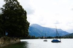 Sailboots på tegernsee i bavaria royaltyfri fotografi