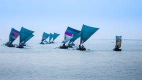 Sailbots di legno sul golfo del bengala, immagine stock