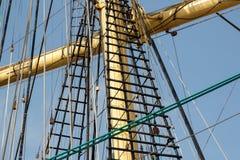 sailers帆柱和索具的接近的看法 免版税库存图片