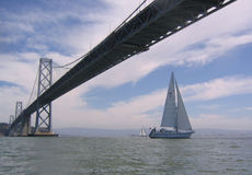 sailing залива вниз стоковое фото