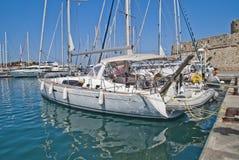 Sailing-шлюпки в гавани mandraki Стоковое Фото