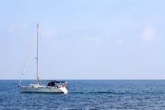 Sailing шлюпки в среднеземноморском Стоковые Фотографии RF