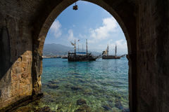 Sailing aka pirate ships around the fortress of Alanya. Stock Photos