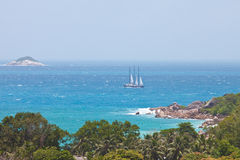 A sailing boat at Anse Lazio Royalty Free Stock Photography