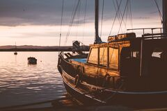 Sailing boat at sunset Royalty Free Stock Photos