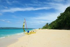 Sailing boat on a tropical beach Royalty Free Stock Photos
