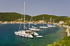 Sailing boats anchored at Fiscardo village Stock Photography