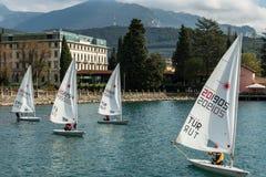 Sailing Boats See Garda Italien Stockbild