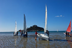 Sailing boats on the shore next to St Michaels Mount Royalty Free Stock Photos