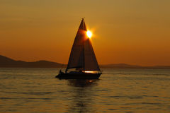 Free Sailing Into The Sunset Royalty Free Stock Photography - 44486167