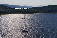 Sailing through lagoon of Koukounaries Beach at Skiathos Island in the sunset Royalty Free Stock Photos