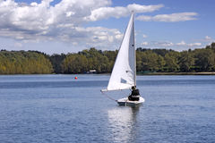 Sailing on the lake Royalty Free Stock Photos