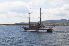 Sailing ship Corsair floating on Gelendzhik Bay on background Cape Thin Royalty Free Stock Images