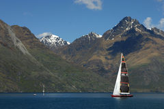 Sailing on watakipu lake Royalty Free Stock Photos