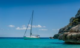 Sailing yacht at the horizon Stock Photography