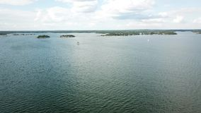 Sailingboat iść zupełnie dobra prędkość w zatoce Finlandia zbiory wideo