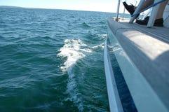 Sailingboat op open zee Royalty-vrije Stock Foto's
