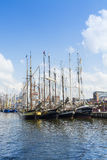 Sailingships em Rostock durante a vela 2014 de Hanse Foto de Stock