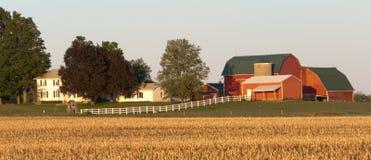 Saillie grande de granges rouges Image stock