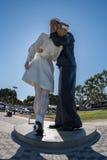 Sailor and nurse while kissing statue san diego Stock Photos