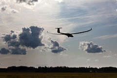 Sailplane auf abschließendem Gleitflug Lizenzfreie Stockfotos