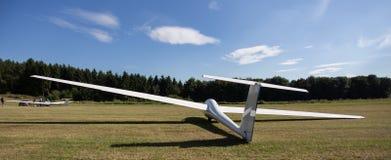 Sailplane auf einem Flugplatz Lizenzfreie Stockfotos